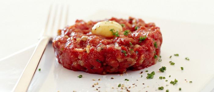 >Pour les adeptes la viande de bœuf crue: tartares et carpaccios